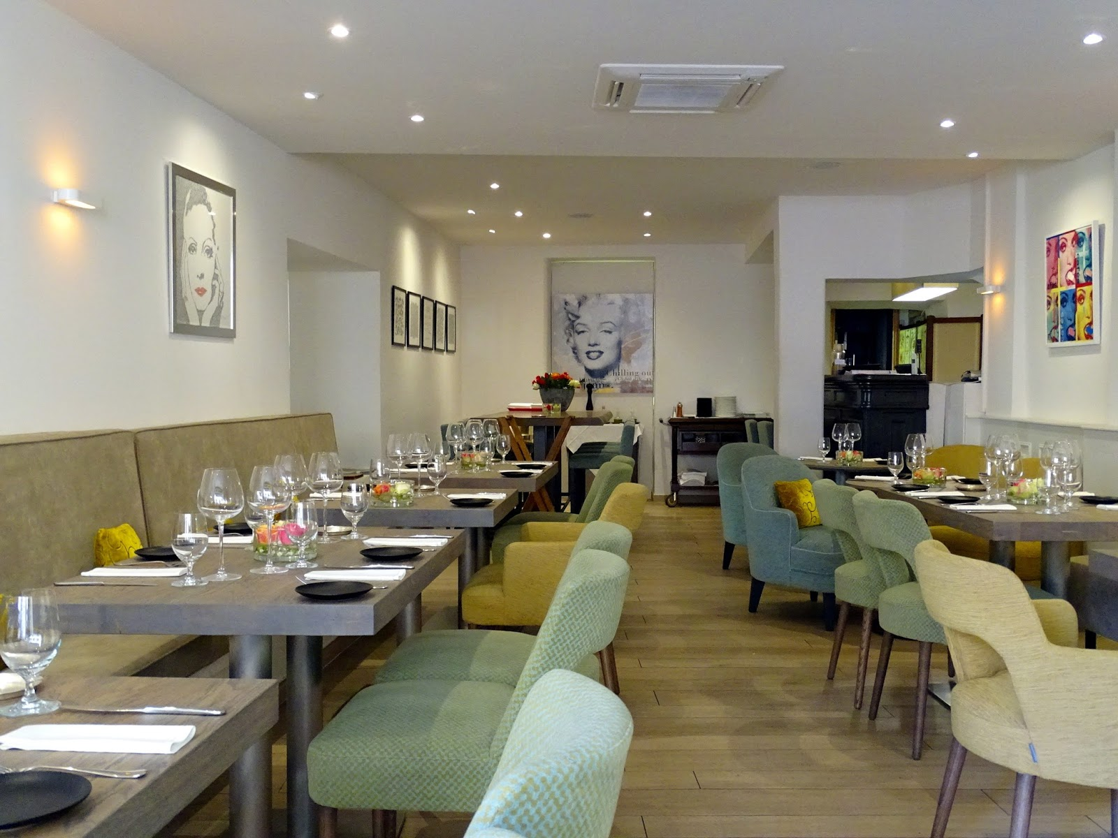 Restaurant mantel cannes france a traveling for Table 22 cannes