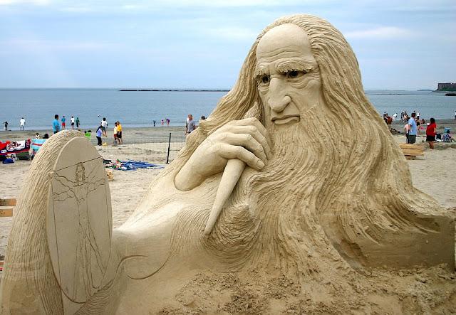 Leonardo Da Vinci, Sand sculpture