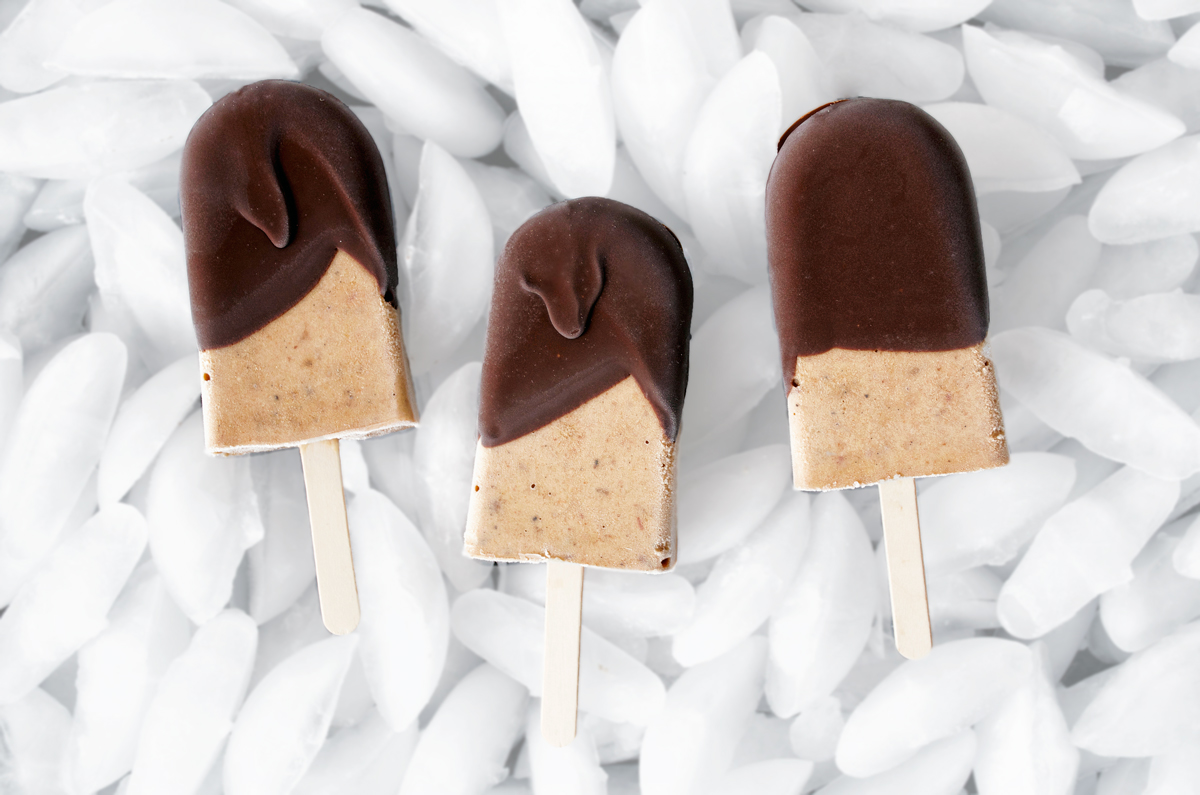 These vegan peanut butter popsicles are sugar free, made with banana and dates, and dipped in a little dark chocolate for crunch. Super creamy even though there's no dairy, and only five ingredients.