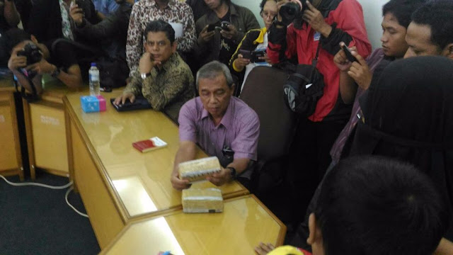 Istri Siyono Mengadu ke Muhammadiyah, Bawa Barang Bukti 2 Gepok Uang