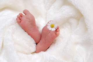 Learn to Take Care of Newborn Baby For Young Couples