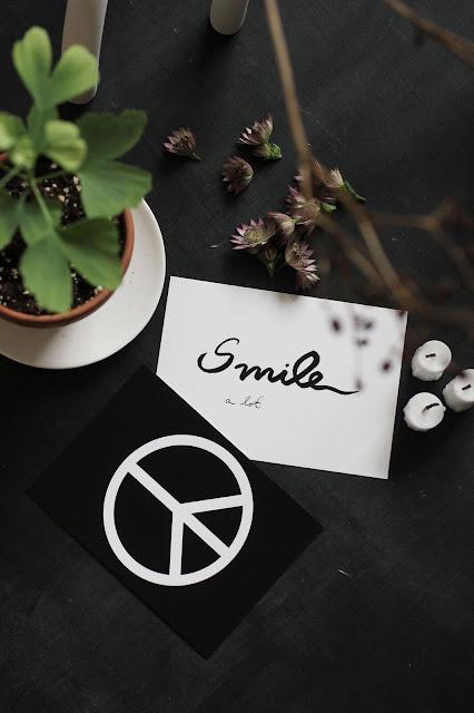 annelies design, webbutik, webbutiker, webshop, nätbutik, inredning, vykort, svartvit, svartvita, svart och vitt, smile, bröllop, bröllopspresent, present, presenter, peace, kort