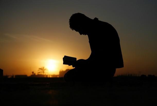 Gambar Orang Berdoa | Gambar Terbaru - Terbingkai