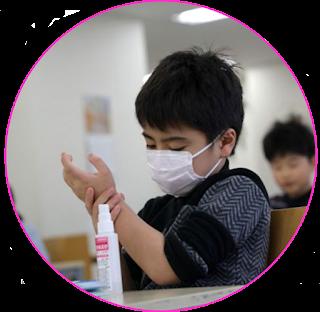 Status pandemi coronavirus bagi orang awam seolah-olah membut virus ini sangat berbahaya dan sangat mematikan, ditambah lagi bumbu-bumbu dari berita hoax yang membuat semua orang menjadi lebih panik. Namun, apakah kalian tau apakah arti pandemi itu?