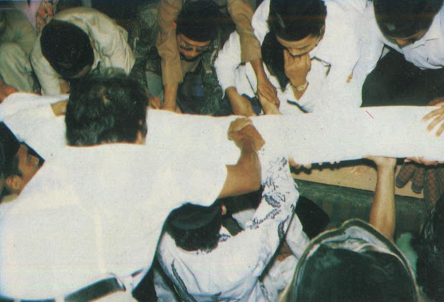 Saat Pemakaman Jenazah Muallif Sholawat Wahidiyah RA