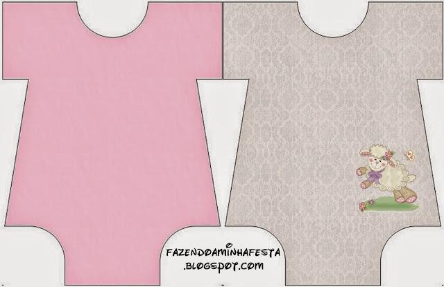 Tarjeta con forma de Baby Bodysuit de Ovejita en Fondo Rosa.
