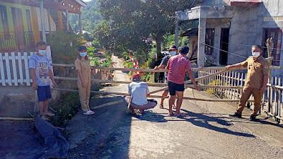 Instruksi Bupati Antisipasi Covid-19, Pemdes Moreah Tutup Lorong Untuk Satu Arah