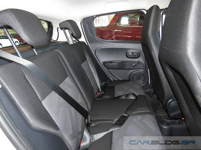 Novo Fiat Mobi 2017 - espaço interno