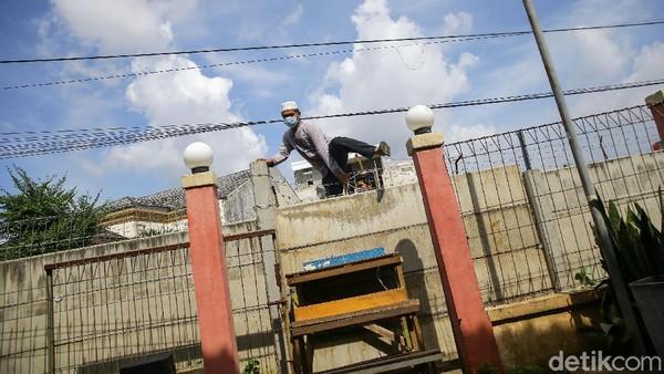 Warga Panjat Tembok Akibat Akses Jalan Rumah Ditutup, Polisi Utamakan Mediasi
