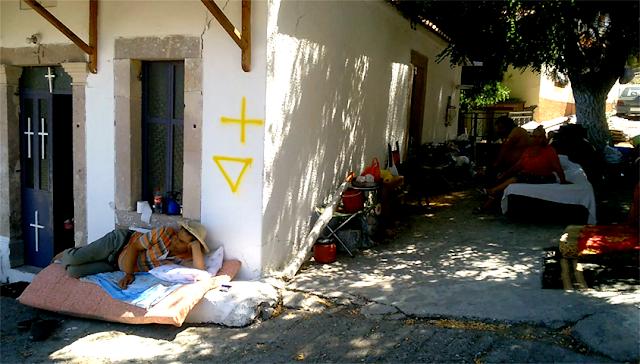 Η αναλγησία του Ελληνικού Κράτους… Εγκατέλειψαν τους σεισμοπαθείς της Λέσβου νηστικούς στους δρόμους !!! Φωτογραφίες ΣΟΚ