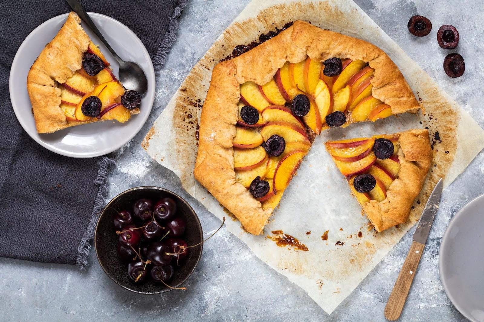 Recette facile et rapide de la tarte rustique aux nectarines et aux cerises