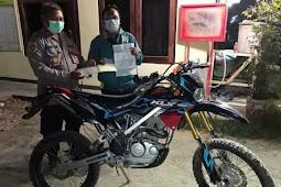 Polsek Heram Kembalikan  Motor Hasil Curanmor di Keerom ke Pemiliknya