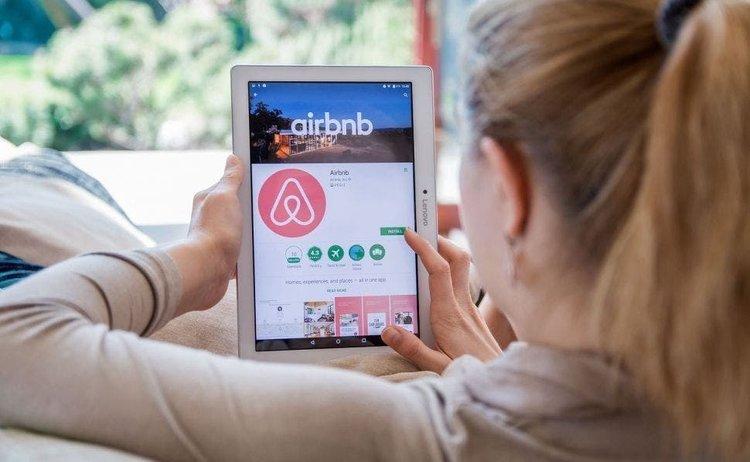 Airbnb, tardaron 12 años en construirla y casi pierden todo en cuestión de semanas