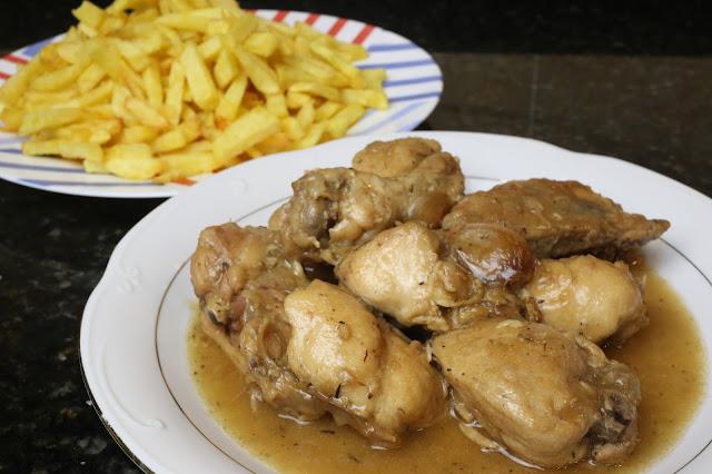 Pollo al ajillo en salsa