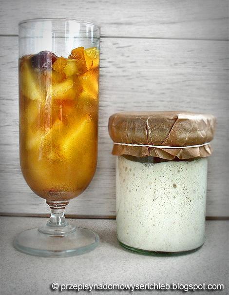 Zakwas pszenny na fermencie owocowym