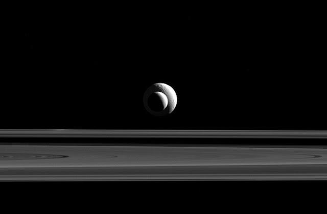 luas de Saturno alinhadas