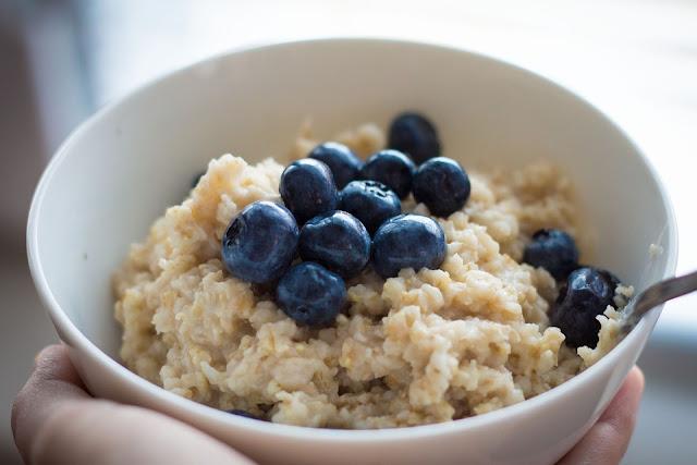 Skinny oatmeal with raisins