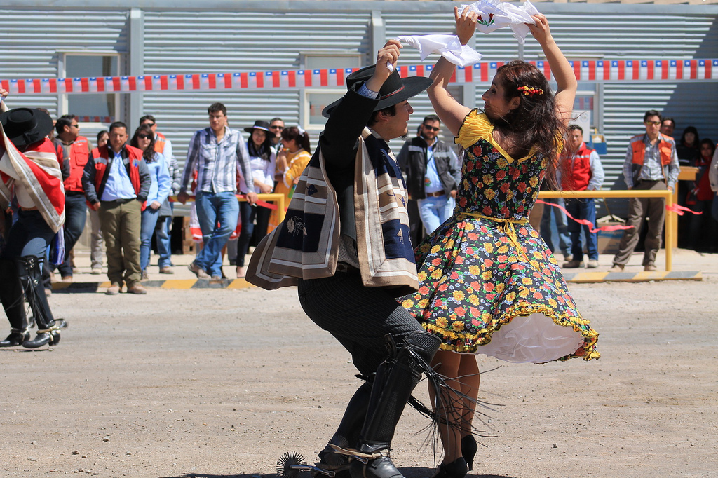 Chile aqu de norte a sur baile nacional de chile for Casa musica chile
