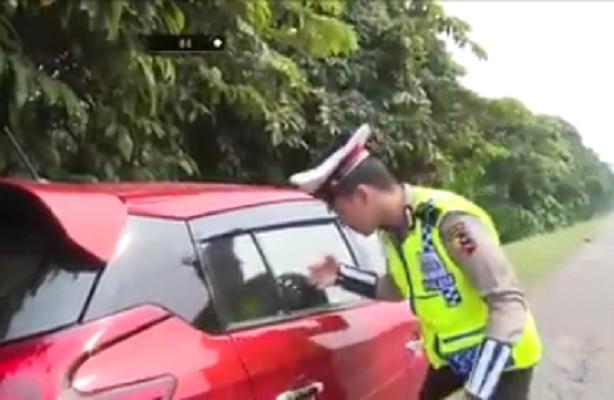 """Video Yang Dilansir Polisi Ini Tunjukkan Salah Satu Tanda Kiamat, """"Jadi begituan itu darurat?"""""""