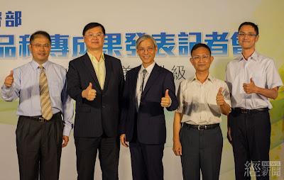 經濟部技術處羅達生處長(左二)、食品工業發展研究所方繼副所長(右二)與廠商代表