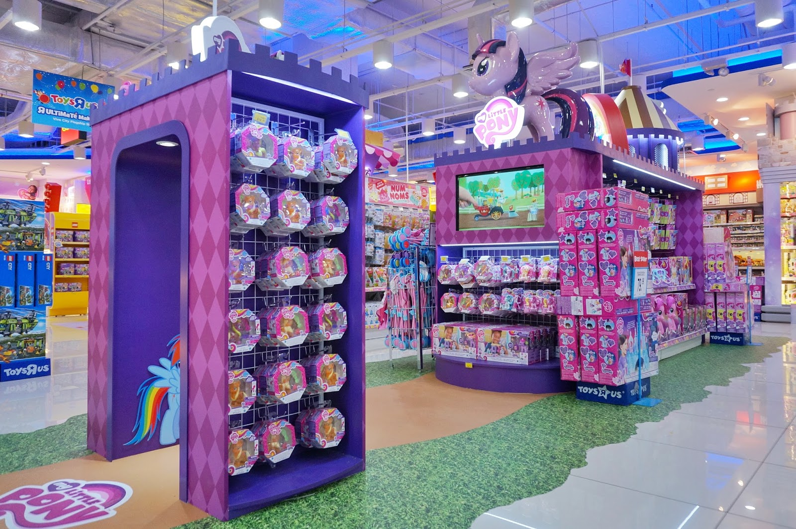 Toys At Toys R Us : Toys quot r us vivocity flagship store revamp