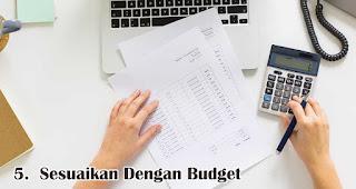 Sesuaikan Dengan Budget merupakan salah satu tips memilih kemasan souvenir agar lebih menarik dan berkesan