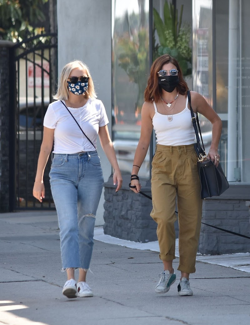 Lucy Hale Shows New Hair Color Out in Sherman Oaks 28 Sep -2020