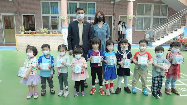 許志宏給鹿港囝仔不一樣兒童節禮物 孩童開心又期待