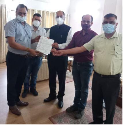 हिमाचल / बद्दी लघु उद्योग भारती ने मुख्यमंत्री राहत कोष में दी 45 लाख की दवाएं