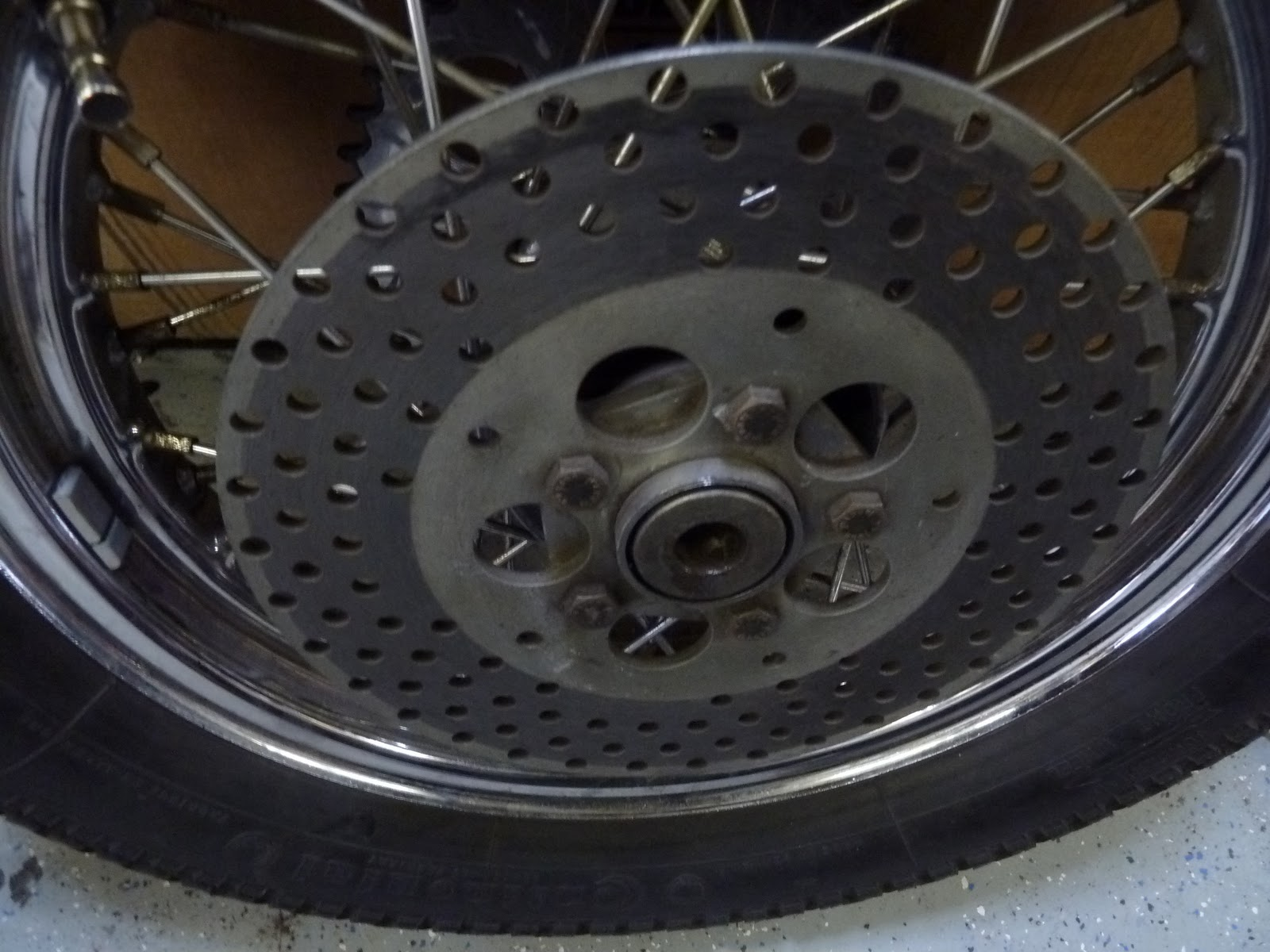 Hoodlum Society: XL1000 rear wheel sex change