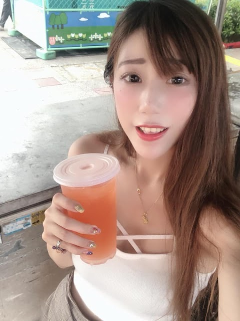 It is a hot weather. Let's drink together with pretty babes [5pics]
