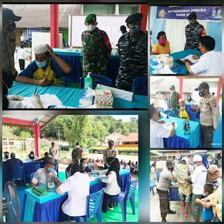 Senergitas TNI/Polri sangat luar biasa lakukan pengamanan Vaksinasi massal di kecamatan Selayar