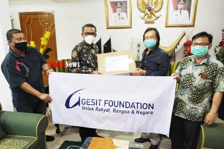 Bantuan Tiga Unit Ventilator Diserahkan Gesit Foundation Kepada Ketua Gugus Tugas Sulsel