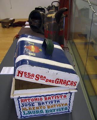 Antiga caixa de marmita de pescadores exposta no Centro Interpretativo da Afurada