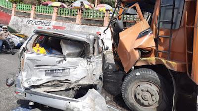 Kecelakaan Beruntun di Lembah Anai, Truk  Bermuatan Tabrak Sejumlah Kendaraan