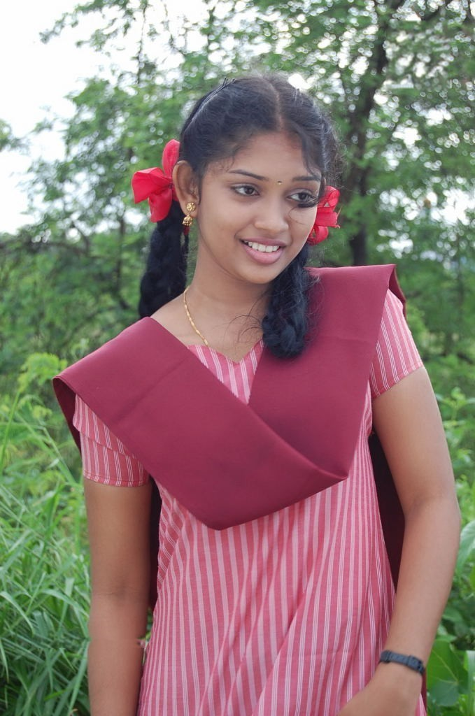 Hotest Celebs Smiling Beauty Nila Methu Kathal Tamil -3938