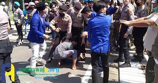 Demo Tolak Galian C Ilegal, PMII Pamekasan Bentrok Dengan Polisi