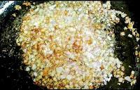 Golden brown onion for chicken do pyaza recipe