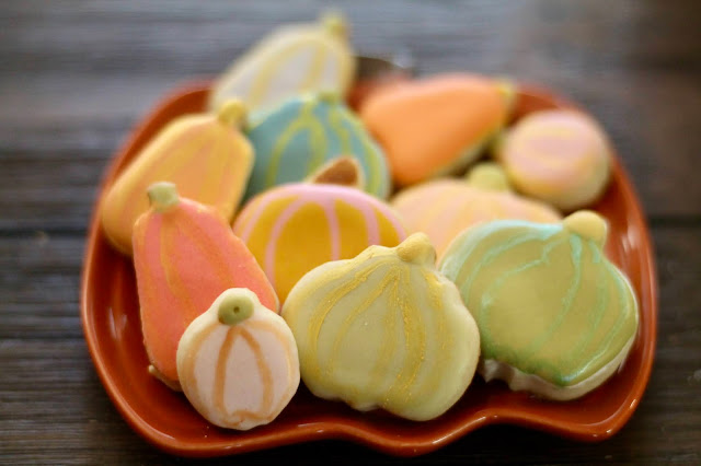 Royal Icing color trends for fall cookies  2021, Best Fall decorated cookies,, The Cookie Couture, decorated cookies 2021,  pastel colors cookies, mini pumpkin cookies, pumpkin cookies