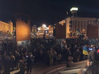 Українці масово виходять на Майдан, офіс Зеленського в оточенні: перші кадри