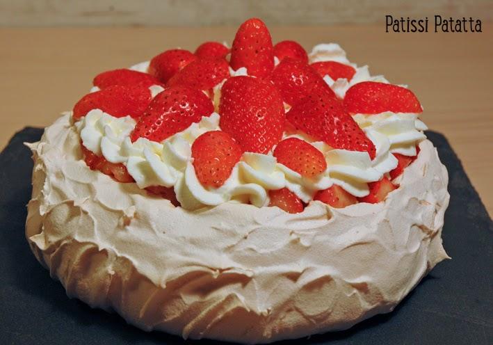 gâteau pavlova, meringue, fraises