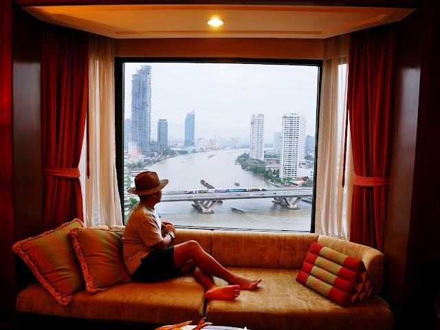 ENJOYING CHAO PHRAYA RIVER FROM SHANGRI-LA HOTEL BANGKOK