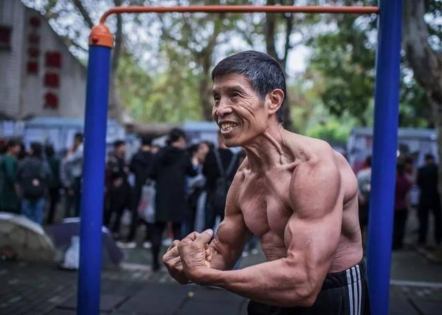 Nhà vô địch thể hình Trung Quốc qua đời vì nhiễm virus Corona