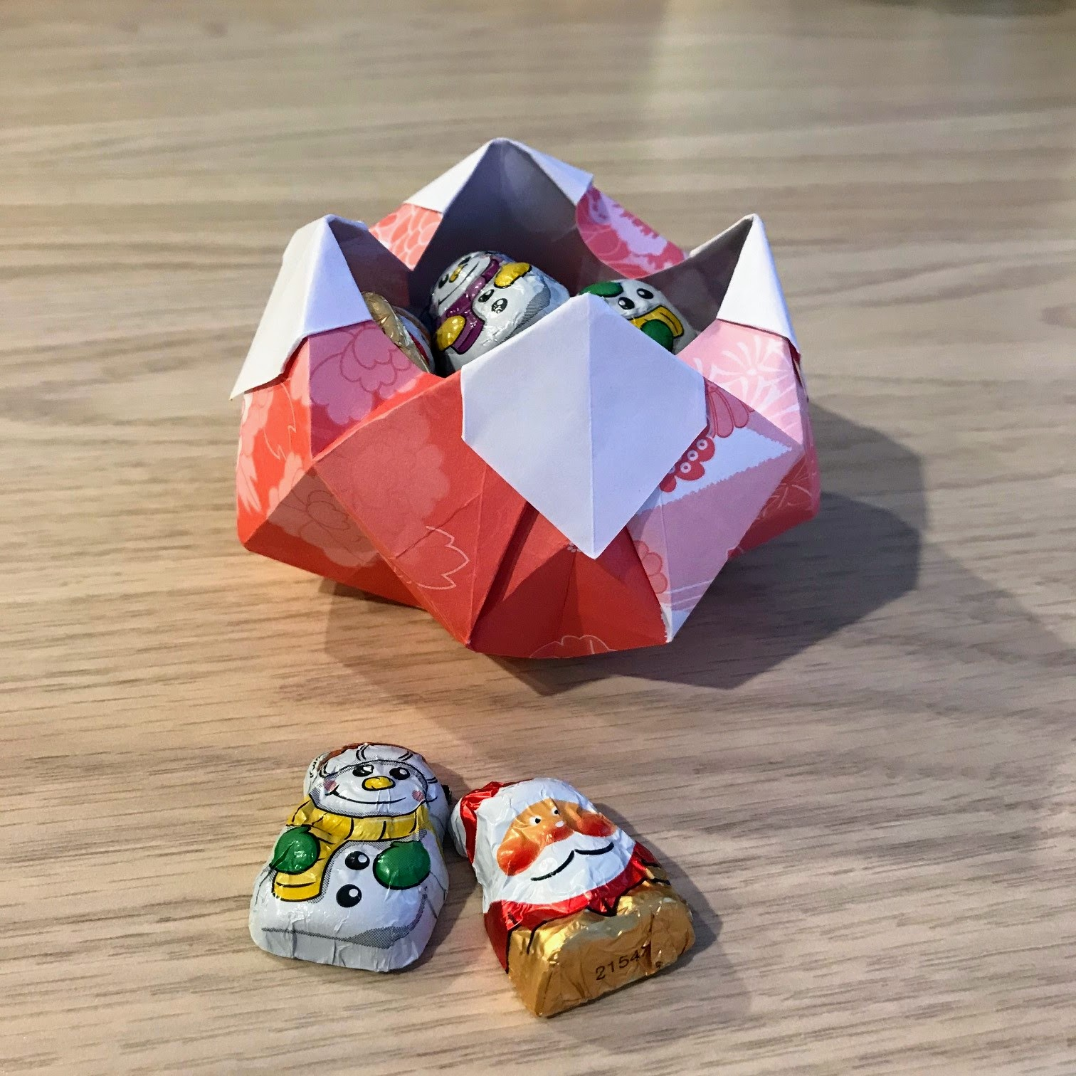 How to make a 3D origami bowl: page 1 | 1512x1512