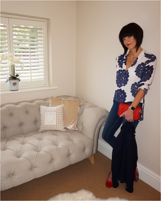 My Midlife Fashion, H&M patterned tunic, french connection rebound skinny jeans, leather quilted across body bag, red quilted ballet pumps, zara textured single breasted blazer