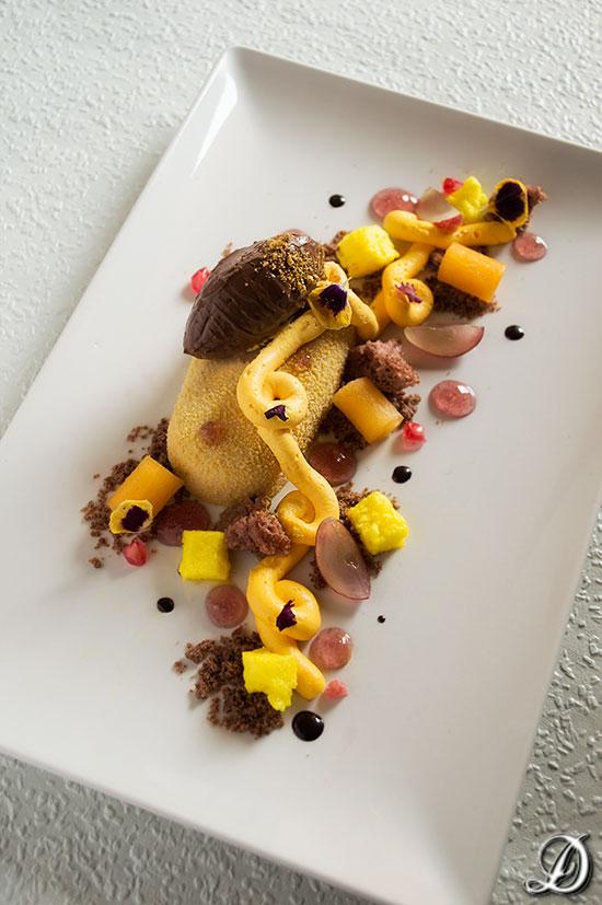 receta de postre gourmet en plato inspirado en el Otoño