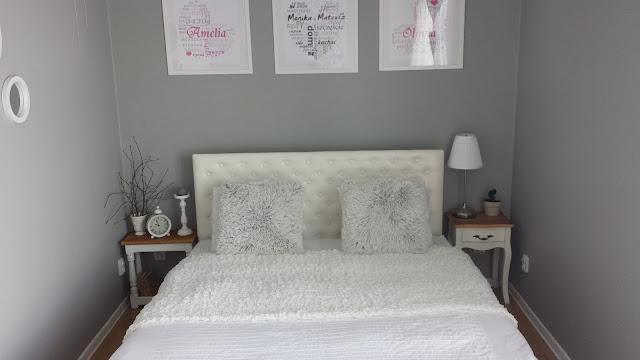 Biały stolik nocny z drewnianym blatem, olejowanie drewna, postarzanie drewna, DIY, poduszki Lotus Jysk, stolik nocny Stenlille Jysk