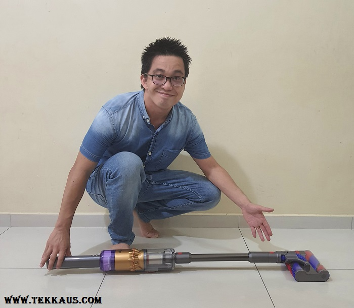 In-line format for Omni-Glide Cordless Vacuum For Tight Spaces