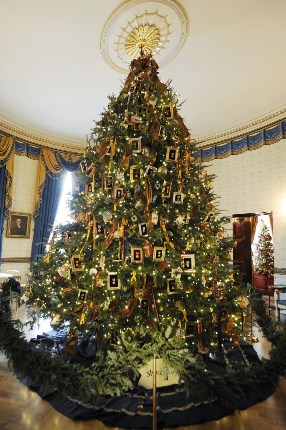 "Dapper and Dreamy: Christmas at the White House ""Mamie Style"""