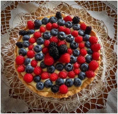 Crostata con crema pasticcera al limone e frutti di bosco